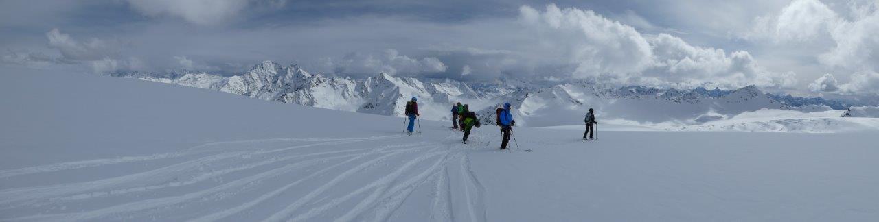Abfahrtab 4700m vom Elbrus außerhalb der Piste