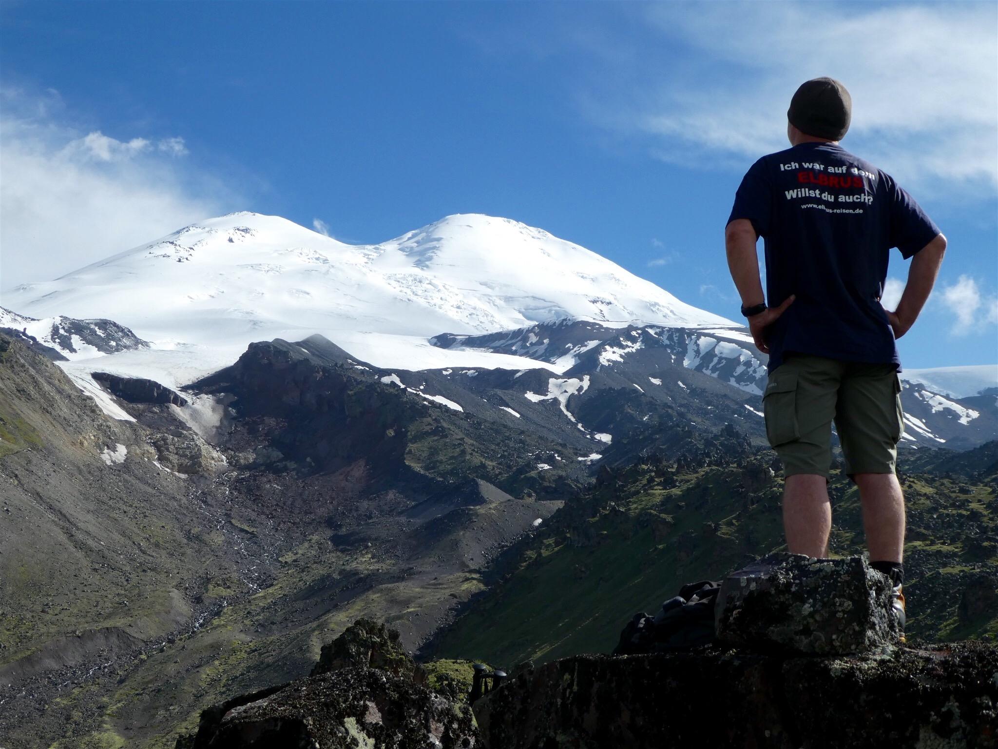Elbrus von Norden über zwei feste Lager