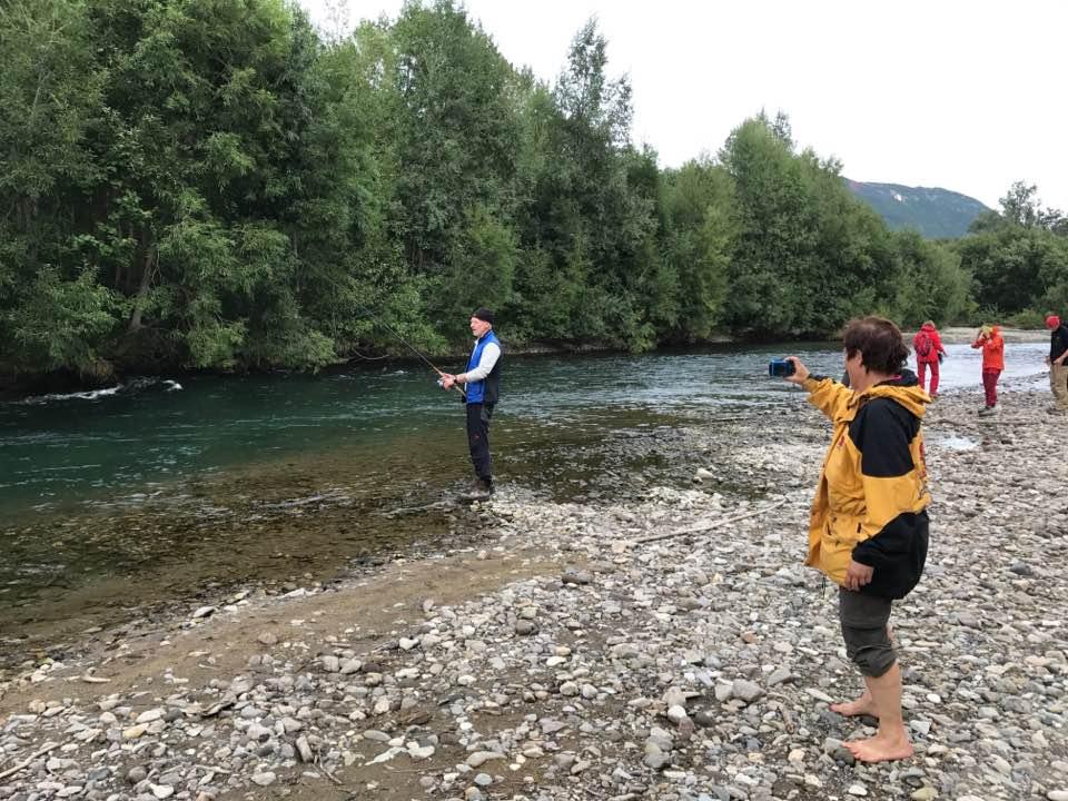 Angeln am Fluß Paratunka
